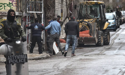 Εξάρχεια: Δείτε φωτογραφίες από την επιχείρηση της Αστυνομίας