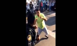 Απίστευτο βίντεο: Ξύλο μεταξύ ταξιτζήδων και αστυνομικών