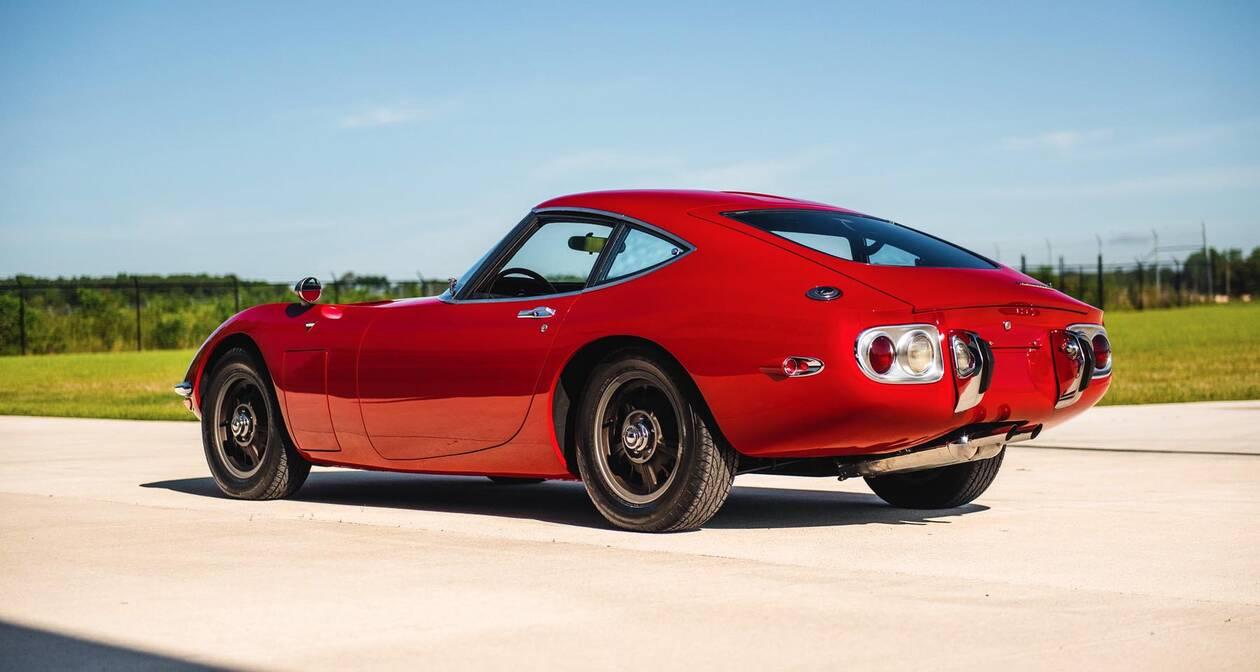 TOYOTA-2000-GT-1967-2.jpg