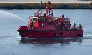 Πυρκαγιά σε παροπλισμένο πλοίο στο Πέραμα