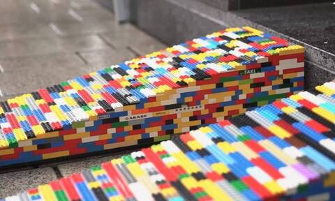 Ρίτα Έμπελ: Η γιαγιά που κατασκευάζει ράμπες για ανάπηρους με… Lego (video)