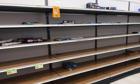 Κοροναϊός: Σκηνές χάους στην Ιταλία - Αδειάζουν τα ράφια των σούπερ μάρκετ