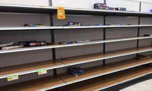Κοροναϊός - Ιταλία: Σκηνές χάους! Αδειάζουν τα ράφια των σούπερ μάρκετ - Αυξάνονται τα κρούσματα