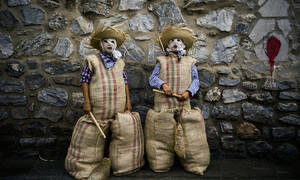 Σ' αυτό το μικρό χωριό της Ισπανίας τα βράδια κυκλοφορούν... περίεργοι τύποι (pics)
