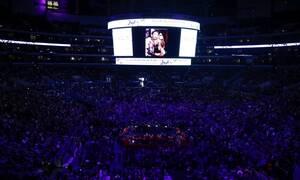 Κόμπι Μπράιαντ: «Λύγισαν» οι διάσημοι στην τελετή – Συγκινητικές εικόνες (pics)