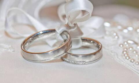 ΑΑΔΕ: Ηλεκτρονικά πλέον γάμοι, σύμφωνα και διαζύγια - Δεν χρειάζεται επίσκεψη στη ΔΟΥ