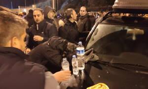 Μεταναστευτικό: Άγρια νύχτα στη Χίο - Στο νοσοκομείο ο δήμαρχος Σταμάτης Κάρμαντζης