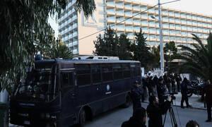 Συνέδριο ΓΣΕΕ: Σε κλοιό από το ΠΑΜΕ, τα ΜΑΤ και με απαγόρευση στους δημοσιογράφους