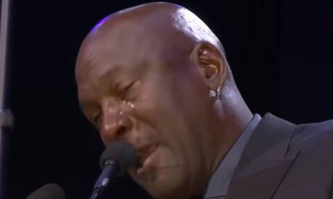 «Έσπασε» κι ο Μάικλ Τζόρνταν: Το κλάμα του «Air» στην τελετή για τον Κόμπι Μπράιαντ