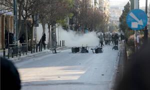 ΤΩΡΑ: Τα ΜΑΤ μπήκαν στην ΑΣΟΕΕ - Κλειστή η Πατησιών - Οδοφράγματα και πετροπόλεμος
