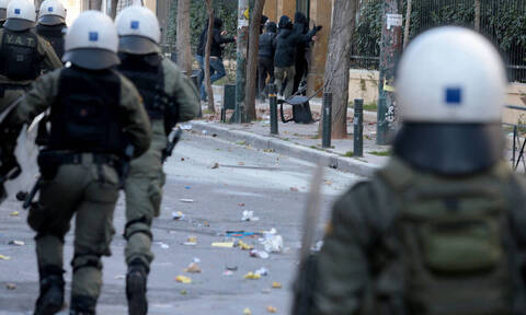 ΑΣΟΕΕ: Τα ΜΑΤ μπήκαν στο Πανεπιστήμιο - Πεδίο μάχης η Πατησιών με πετροπόλεμο και χημικά