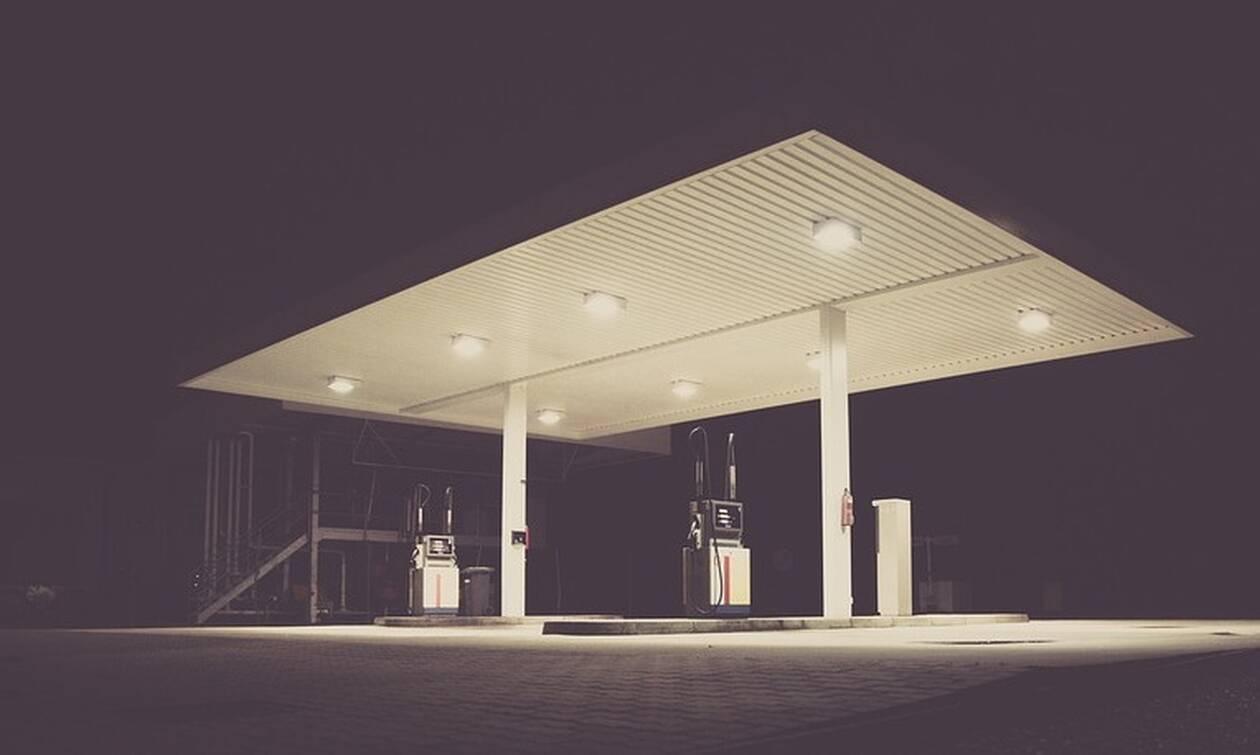 «Πάγωσαν» σε βενζινάδικο – Δείτε τι πέρασε από δίπλα τους (pic)