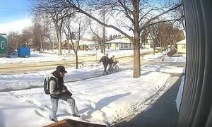 Γυναίκα κλέβει δέμα από σπίτι - «Πάγωσε» μ' αυτό που ακολούθησε (pics+vid)