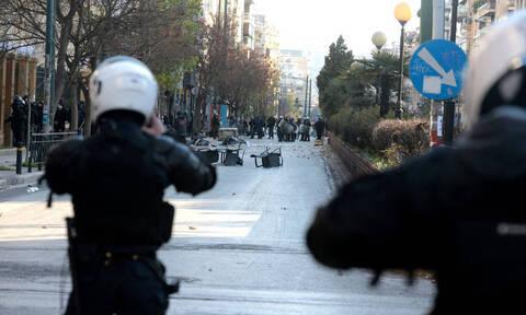 Επεισόδια στην ΑΣΟΕΕ: Στα «χαρακώματα» ΝΔ-ΣΥΡΙΖΑ - Νέο βίντεο με τον ειδικό φρουρό στο Διαδίκτυο