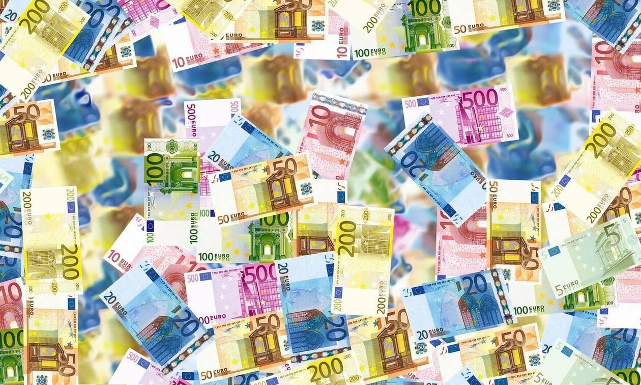 ΑΑΔΕ: Πόσα χρήματα χρειάζονται για να γίνεις φορολογικά Έλληνας