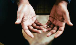 Αυτό είναι το κόλπο για να καθαρίσεις τα χέρια χωρίς να μείνουν υπολείμματα