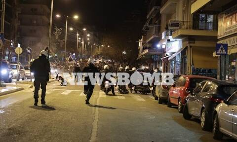 ΤΩΡΑ: Σοβαρά επεισόδια στο κέντρο της Αθήνας - Πετροπόλεμος, χημικά και προσαγωγές