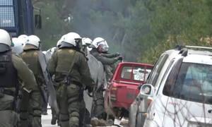 Μυτιλήνη: Άντρες των ΜΑΤ καταστρέφουν αυτοκίνητα ντόπιων (video)