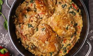 Λαχταριστή συνταγή: Κοτόπουλο με ρύζι και σπανάκι
