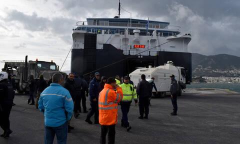 Μεταναστευτικό: Καρέ-καρέ η αποχώρηση των ΜΑΤ από τη Μυτιλήνη