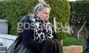 Κώστας Βουτσάς: Αμίλητη και «παγωμένη» η κόρη του, Σάντρα στο λαϊκό προσκύνημα