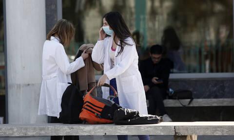 Κοροναϊός: Αγωνία για τους μαθητές του Κολλεγίου Ψυχικού-Είναι στο Λονδίνο με την κόρη της 40χρονης