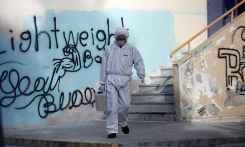 Κοροναϊός στην Ελλάδα: «Λουκέτο» σε 11 σχολεία στην Αθήνα - 36χρονη καθηγήτρια το 4ο κρούσμα