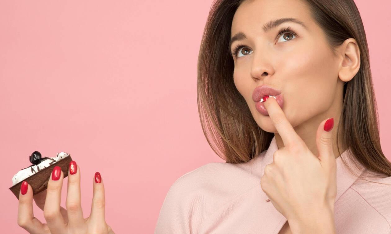 7 τροφές που πρέπει να αποφεύγεις όταν είσαι αγχωμένη