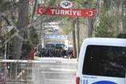 «Βόμβα» Η Ελλάδα εξετάζει το ενδεχόμενο να κλείσει τα χερσαία σύνορα με την Τουρκία