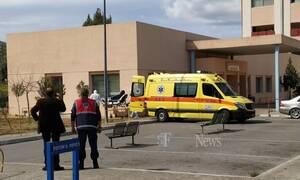 Κοροναϊός: Η στιγμή που ύποπτο κρούσμα μεταφέρεται σε νοσοκομείο στα Χανιά (pics)