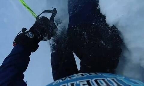 Πατέρας είδε τον γιο του να θάβεται στο χιόνι - Συγκινητικό αυτό που ακολούθησε (pics+vid)