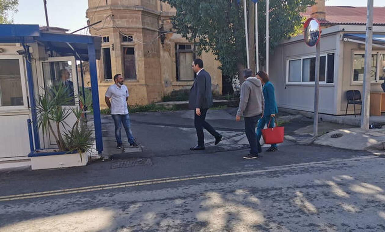 Κοροναϊός - Κύπρος: Έκλεισαν τα οδοφράγματα (vids)