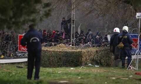 Βίντεο ντοκουμέντο: Ο τουρκικός στρατός συνοδεύει λεωφορεία με μετανάστες στον Έβρο