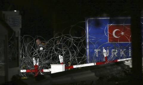 «Ασφυξία» στον Έβρο 13.000 μετανάστες στα σύνορα