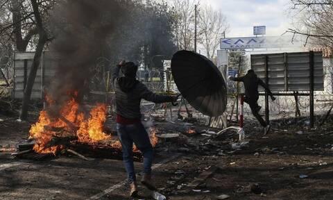 Έβρος: Βίντεο - ντοκουμέντο - Στρατιώτες έριξαν προειδοποιητικές βολές στον αέρα