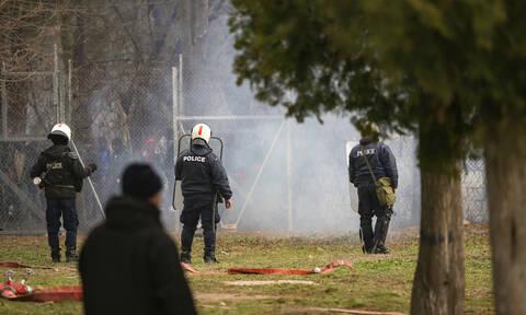 Έβρος: Νέα επεισόδια - Πετροπόλεμος, χρήση χημικών κι ένας τραυματίας αστυνομικός (pics+vid)