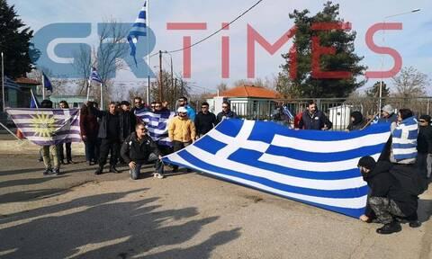 Έβρος: Συγκεντρώνεται κόσμος στις Καστανιές - Φωνάζουν «μπράβο πατρίδα» στο στρατό (vids)
