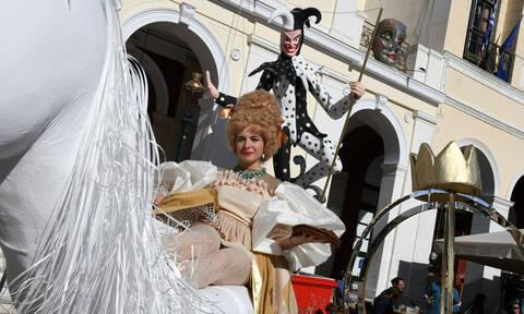 Καρναβάλι Πάτρας: 8.000 άτομα στην εντυπωσιακή παρέλαση - Αγνόησαν την απαγόρευση λόγω κοροναϊού