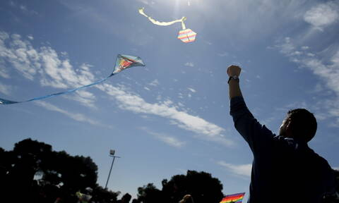 Καιρός Καθαρά Δευτέρα: Με ηλιοφάνεια και νοτιάδες το πέταγμα του χαρταετού - Πού θα βρέξει (pics)
