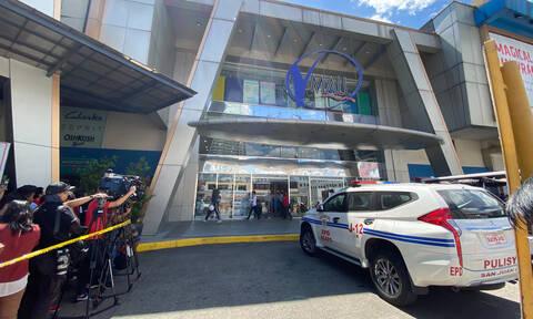 Θρίλερ στη Μανίλα: Ένοπλος κρατά 30 ομήρους σε εμπορικό κέντρο (pics)