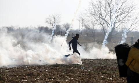 Έβρος: Νέα επεισόδια στις Καστανιές - Χημικά και δακρυγόνα στα σύνορα (pics&vids)