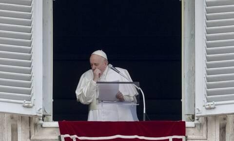 Ο κοροναϊός «χτύπησε» τον Πάπα Φραγκίσκο; Η ανακοίνωση από το Βατικανό