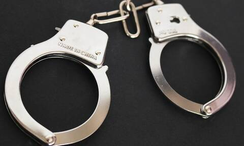 Σάλος: Συνελήφθη η κόρη πασίγνωστου σκηνοθέτη