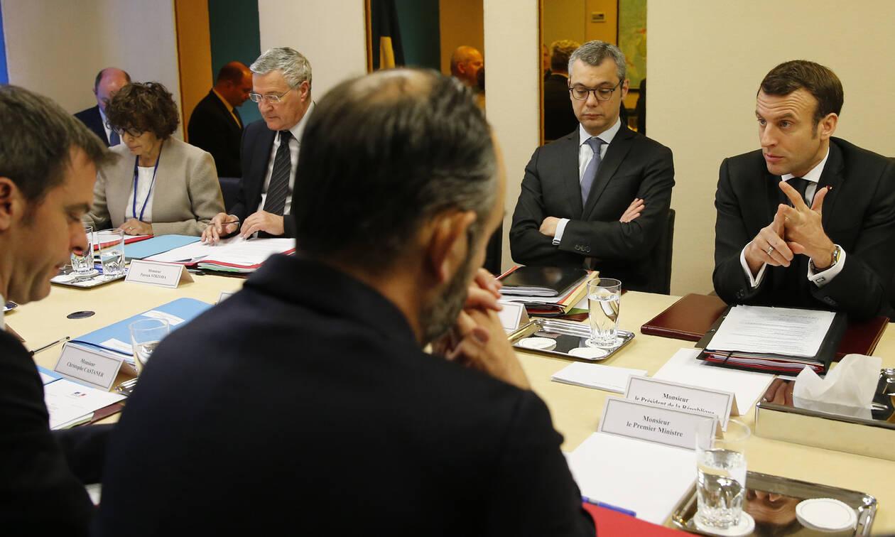 Κορoναϊός Γαλλία: Ο Μακρόν ματαιώνει επισκέψεις «για να επικεντρωθεί στη διαχείριση της κρίσης»