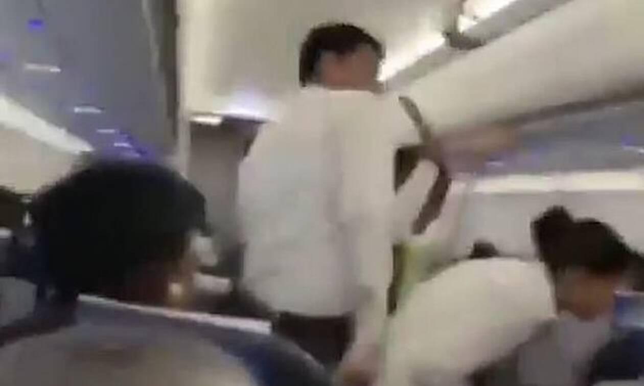 Τρόμος σε πτήση: ΣΟΚ για επιβάτες - Τι είδαν πάνω από τα κεφάλια τους (pics)