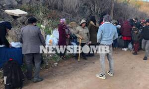 To Newsbomb.gr στη Μυτιλήνη: Σε εξέλιξη η μεταφορά μεταναστών σε δομές φιλοξενίας