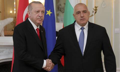 Η Αθήνα απαντά στον Μπορίσοφ: Ο Ερντογάν κάνει πιόνια απελπισμένους ανθρώπους