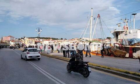 Αποστολή Newsbomb.gr στη Μυτιλήνη: Ένταση στο λιμάνι μετά από ψευδές SMS