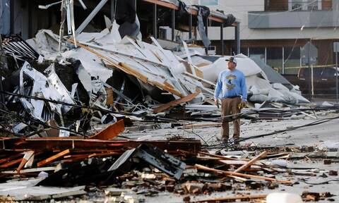 ΗΠΑ: Φονικοί ανεμοστρόβιλοι - Νεκροί, καταστροφές και περιοχές χωρίς ρεύμα (pics+vid)