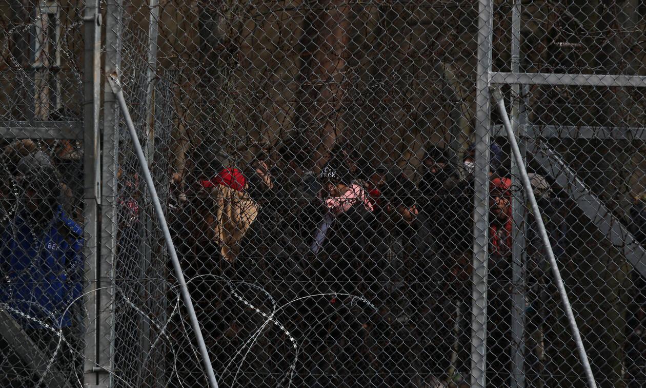 Έβρος: Άγρια επεισόδια στις Καστανιές – Οι μετανάστες πετούν χημικά στους αστυνομικούς